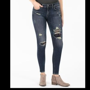 Silver jeans Avery Skinny floral patch 27x31